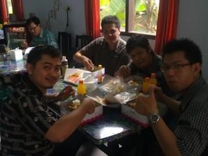 Makan siang Mahasiswa Angkatan 2